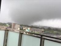 Ochiul celui mai distrugător taifun din ultimii 60 de ani a atins Japonia. A fost filmată și o tornadă