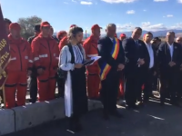 """Elevă pusă să recite o odă pentru primarul PSD din Teiuș: """"Domn' Primar îți mulțumim!"""""""