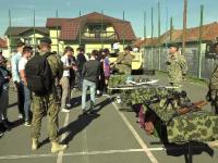 Armata a început să recruteze tineri încă din şcoală.