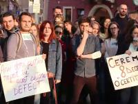 Absolvenții de medicină, în stradă din cauza rezidenţiatului amânat. Mulţi vor să emigreze