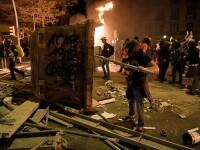 A treia zi de proteste violente în Barcelona. Avertismentul TAROM