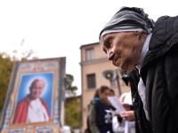 Relicva Sfântului Papă Ioan Paul al II-lea, purtată duminică în procesiune în Capitală