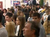 Peste 4.000 de tineri români pleacă anual să învețe în străinătate. Câți se mai întorc