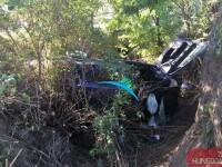 O femeie de 71 de ani a murit după ce a pierdut controlul mașinii și a căzut în râpă
