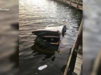 O bătrână a stat cu mașina în lac o noapte întreagă. Cum a salvat-o un trecător