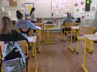 Profesorii care refuză să predea online, amenințați cu pierderea locului de muncă