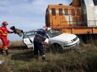 Doi bărbați au murit loviți de tren într-o mașină, în Suceava