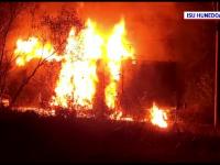 O locomotivă a ars în judeţul Hunedoara. Traficul feroviar, blocat