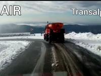 A nins pe Tranfăgărăşan şi pe Transalpina. Drumarii intervin cu utilaje şi antiderapant