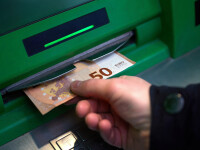 Un bărbat din Alba a găsit 1.300 de euro în fanta unui bancomat și i-a luat. Ce a urmat