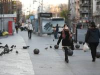 Masca devine obligatorie în toate spaţiile publice deschise aglomerate, unde incidența depășește 6 la mia de locuitori