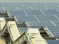 Cum arată cel mai mare parc fotovoltaic din lume. Acoperă aproape 8 kilometri pătrați de dune