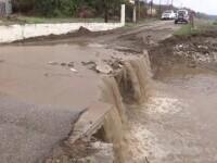 Insula Evia a fost lovită de inundații devastatoare. Puhoaiele au distrus drumuri și au făcut prăpăd în localități