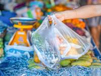 Franţa interzice ambalajele din plastic pentru aproape toate fructele şi legumele