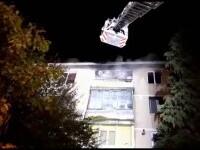 Un incendiu a izbucnit într-un bloc din Pitești. Apartamentul unui bătrân s-a aprins de la o priză defectă