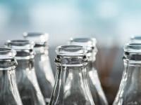 De ce este recomandat să depozităm alimentele și băuturile în recipiente de sticlă, și nu în plastic sau aluminiu