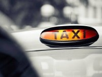 O firmă de taxi din Londra oferă un salariu de pornire de 6.800 de dolari pe lună