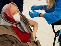 O femeie de 105 ani a mers să se vaccineze cu doza 3: \