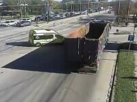Accident violent în Timișoara. Șoferul unei ambulanțe private a intrat în plin în remorca unui camion