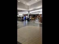 Tineri care refuzau să poarte mască, luați de bătaie de bodyguarzii unui mall din Cluj după i-au amenințat că-i înjunghie