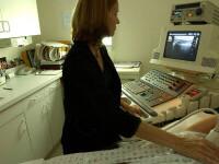 Sânii se autopalpează în fiecare lună. Cancerul descoperit la timp este perfect curabil