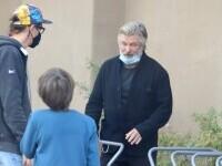 Alec Baldwin s-a întâlnit cu soțul și cu fiul Halynei Hutchins. Imagini copleșitoare surprinse în Santa Fe