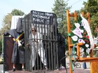 Protest in scaunul electric, in fata Primariei Hunedoara