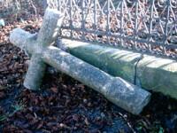 Un tanar s-a spanzurat in cimitir, de o cruce