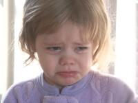 Strigator la cer! O fetita de doi ani a fost batuta pentru ca plangea