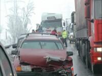 14 raniti intr-un accident grav pe A1. Un microbuz a izbit din spate un TIR