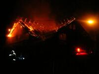 Hala unei fabrici de mobila din Focsani, distrusa de un incendiu