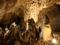 Speologul blocat in pestera Sura Mare, scos din subteran dupa 15 ore