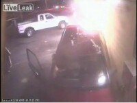 A scapat dupa ce o masina a trecut milimetric pe langa ea! VEZI VIDEO