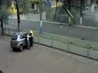 Un sofer pacaleste moartea, DE DOUA ORI, in cateva secunde! VEZI VIDEO