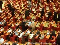 In Parlamentul Romaniei, ca pe stadion: huiduieli si aplauze la motiune