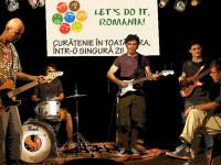 Imnul Let's do it Romania, interpretat de trupa Partizan. Vezi VIDEO