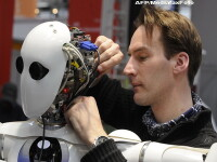 Revista presei:Viitorul va fi ca-n Matrix.Copiii vor fi prieteni cu robotii