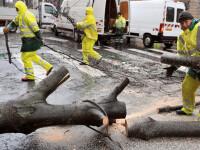Furtuna puternica in Spania! Vantul i-a luat pe sus pe trecatori