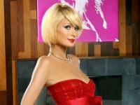 Paris Hilton ne arata ca ii place sa citeasca. Ce carte crezi ca si-a luat?