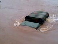 Uraganul Irene a developat aceste imagini uluitoare. Ce fel de autovehicule detine armata americana?