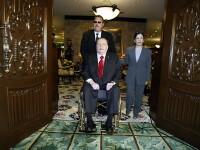 Larry Flint ofera 1 milion de dolari pentru a vedea fisele fiscale ale lui Mitt Romney pe 2012