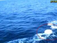 Au filmat obiectul misterios care i-a urmarit pe mare. Ar putea fi un submarin sau ...