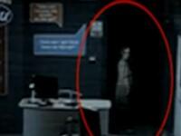 Fantoma unei fetite moarte intr-un orfelinat din epoca victoriana, vazuta intr-un magazin din Anglia