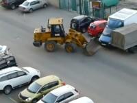 Imagini cum numai in Rusia poti sa vezi.Cate masini a stricat un sofer beat la volanul unui buldozer