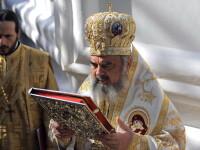 Patriarhul Daniel a oficiat slujba de Inaltarea Sfintei Cruci la manastirea Caraiman