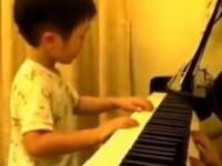 Un copil cu un talent impresionant. Are doar 5 ani si deja e un pianist genial. VIDEO