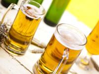 Cat munceste un roman cu venit minim ca sa ajunga sa-si permita o bere