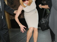 Nicole Kidman, lovita de un biciclist in fata hotelului. Martorii au chemat politia si ambulanta