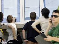 Studiu: Adolescentii romani stau, in medie, sapte ore pe zi la TV sau computer