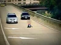 """La 8 ani face slalom pe autostrada. Cu ce """"bolid"""" a iesit la plimbare copilul. Video"""